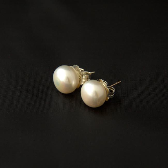 Pendientes de perlas de botón