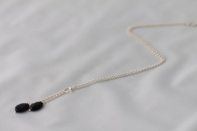 Cadena de plata con colgante de ónice