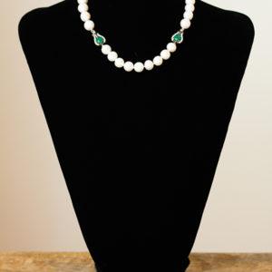 Collar de perlas y circonitas