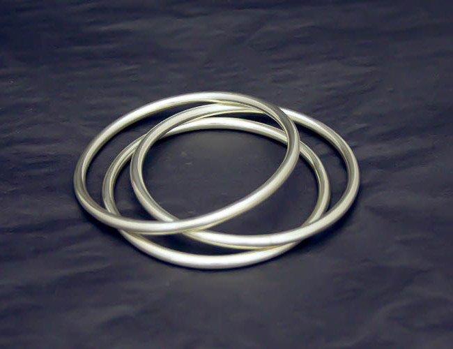 Pulseras de plata maciza