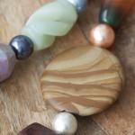 Collar de piedras semipreciosas, plata y resina