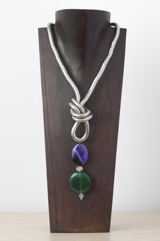 Collar de metal, ágatas y cristal de Murano