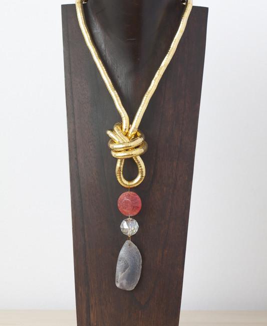 Collar de cuarzo y cristal de Murano sobre soporte metálico