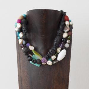 Collar de ágatas, cuarzo, nácar, piedras volcánicas y plata