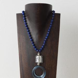 Collar de lapislázuli, cristal de Murano, plata y resina