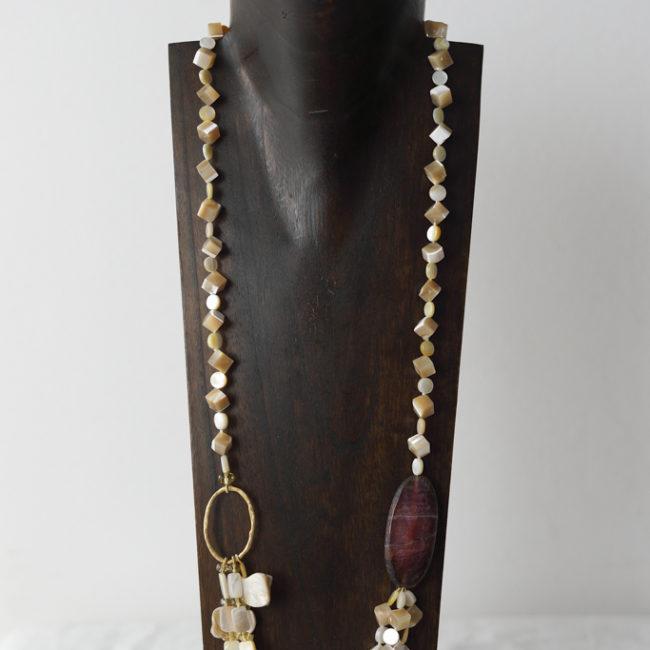 Collar de nácar, ágata, cristal de Murano y plata dorada