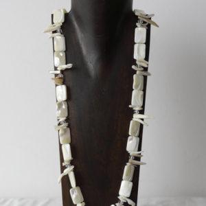 Collar de nácar y cristal de Murano