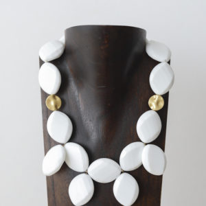 Collar de ónice y plata dorada