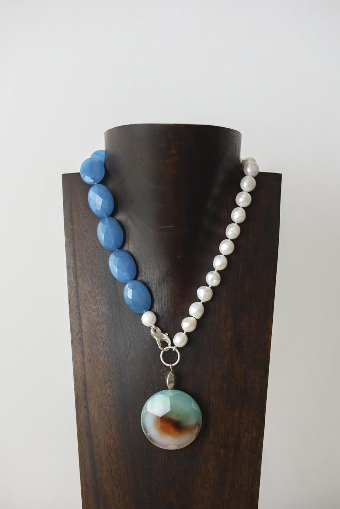 Collar de perlas, ágatas y plata